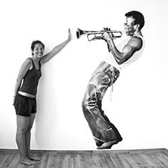 Peinture sur mur d'Elena Mantovan représentant Miles Davis jouant de la trompette